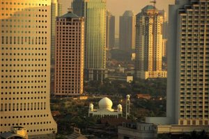 A-mosque-in-middle-of-Jakartas-skyscrappers-jerrycollison-